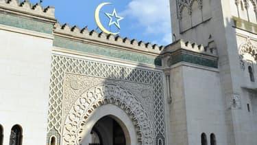 Moins d'un Français sur cinq se sent lié à une communauté, du fait de ses origines ou de sa religion. Ici la mosquée de Paris, en 2012.