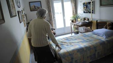 Environ 900.000 personnes souffrent de la maladie d'Alzheimer en France.