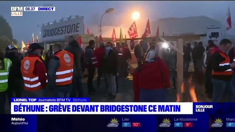 Bridgestone-Béthune: les salariés manifestent devant l'entreprise