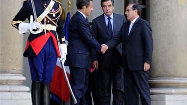Le Premier ministre du Conseil national de transition libyen (CNT), Mahmoud Jibril (à droite), a été reçu samedi à l'Elysée par Nicolas Sarkozy, en présence de François Fillon. A la suite de cet entretien, la présidence de la République française n'a pas