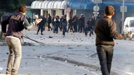 Dans le centre de Tunis. La contestation sociale et politique en Tunisie a eu raison de Zine el Abidine ben Ali, qui a quitté précipitamment le pays après avoir cédé le pouvoir à son Premier ministre. L'annonce du départ de Ben Ali a été suivie de scènes