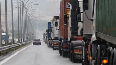 """Les camions et les poids lourds devront réduire leurs émissions de CO2 de 15% d'ici 2025 et de 30% d'ici 2030 par rapport aux niveaux de 2019. """"Grâce à la pression du Parlement européen, les objectifs à l'horizon 2030 sont désormais juridiquement contraignants"""" explique la députée européenne Karima Delli."""