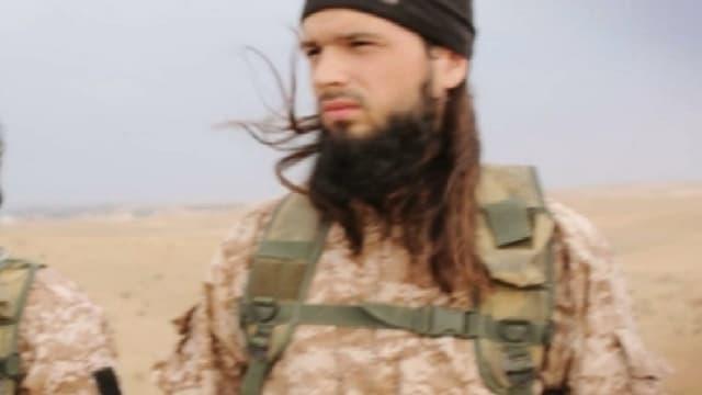 L'un des bourreaux filmés par Daesh dans la dernière vidéo mise en ligne, et qui pourrait être Maxime, un Français parti en Syrie il y a plus d'un an.