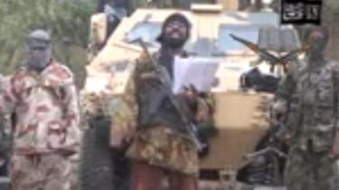 Capture d'écran d'une vidéo de Boko Haram, dans laquelle le groupe islamiste revendique l'enlèvement de plusieurs centaines de lycéennes, au Nigéria.