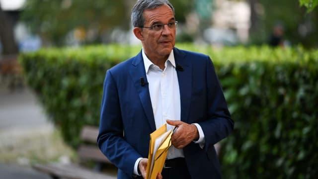 Thierry Mariani (RN) lors d'un débat télévisé à Aix en Provence le 16 juin 2021