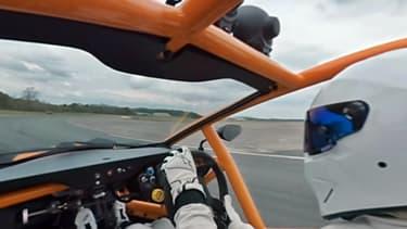 Qui mieux que le Stig pour vous guider sur le circuit Top Gear, au volant d'un Ariel Nomad?