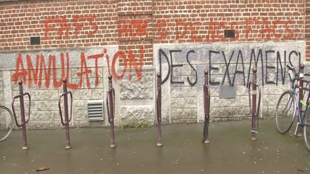 Une inscription demandant l'annulation des examens, le 5 avril 2018 à Lille 2.