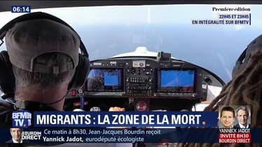 À bord de son avion, il est l'un des derniers observateurs à survoler les côtes libyennes à la recherche des bateaux de migrants
