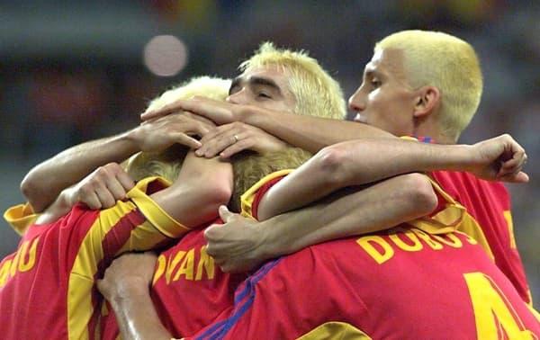 Les joueurs roumains avec les cheveux blonds lors de la Coupe du monde 1998
