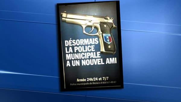 La nouvelle affiche de la mairie de Béziers au sujet de l'armement de sa police municipale ne passe pas inaperçue.