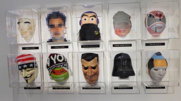 Les divers masques utilisés par l'artiste pour rester anonyme au moment d'installer ses créations.