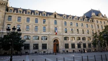 Une attaque au couteau a lieu jeudi 3 octobre au sein de la préfecture de police de Paris.