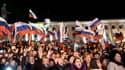 Des milliers d'Ukrainiens de Crimée fêtent le rattachement à la Russie.