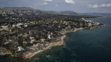Vue aérienne de la ville de Mati le 26 juillet 2018, ravagée trois jours plus tôt par les flammes.