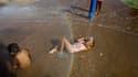 A Tempe, dans l'Arizona. Une canicule exceptionnelle s'abat actuellement sur certaines régions de l'ouest des Etats-Unis, du Nevada à l'Arizona, où des températures records ou proches des records sont attendues. /Photo prise le 28 juin 2013/REUTERS/Joshua