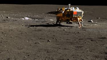 Photo de l'alunisseur Chang'e 3 prise par le rover Yutu.