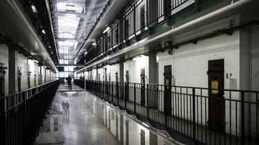 Avec plus de 70.600 détenus pour 60.800 places opérationnelles, les prisons françaises souffrent d'une surpopulation chronique.
