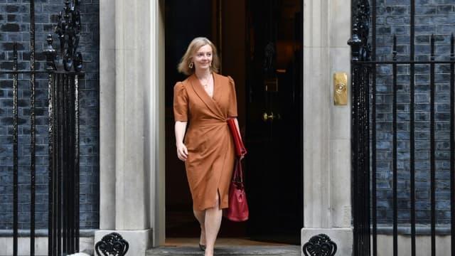 La ministre des Affaires étrangères, Liz Truss, à la sortie du 10 Downing Streete, le 7 septembre 2021 à Londres