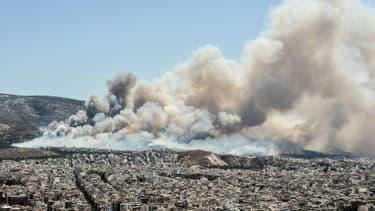 Un incendie de grande ampleur s'est déclaré dans une forêt tout près d'Athènes le 17 juillet.