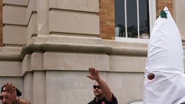 Des membres du Ku Klux Klan en 2009, dans le Tennessee, lors d'un rassemblement.