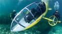 """Spécialiste des engins sans moteurs, Stéphane Rousson a présenté mercredi sur la Côte d'Azur sa dernière création: un sous-marin à pédales, baptisé """"le Scubster"""" et actionné à la force des mollets. /Photo prise le 28 juillet 2010/REUTERS/Terence Dewaele/H"""