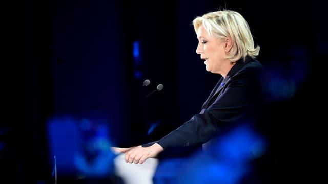 Marine Le Pen ne détaille pas le calendrier d'application de la loi