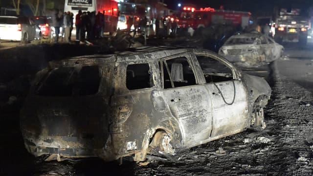 Scène de désastre au nord-ouest de Nairobi, après l'accident d'un camion-citerne.