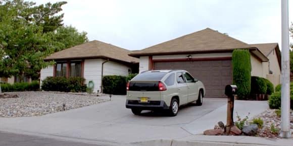 La maison de Walter White, et son étrange voiture.