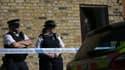 Des policiers se tiennent près du domicile où a été trouvé le corps non-identifié, dans le sud-ouest de Londres, le 22 septembre 2017.