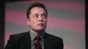 Dans un tweet publié lundi 16 mai, Elon Musk dit découvrir l'affaire dans la presse. Il lance une enquête interne sur les recrutements chez ses sous-traitants.