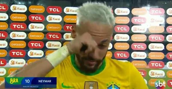 Neymar très ému après Brésil-Pérou (4-0)