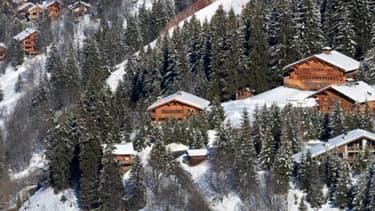Des chalets dans les Alpes - Image d'illustration