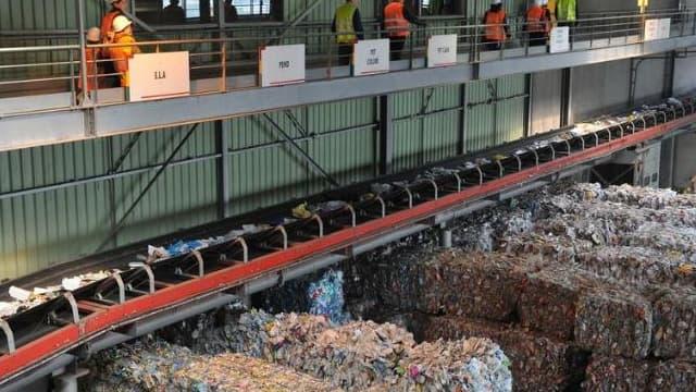 Le recyclage des petits emballages s'organise: le centre de tri du Syctom à Nanterre devient le premier site d'Ile-de-France à trier et à recycler ces petits objets et emballages métalliques.