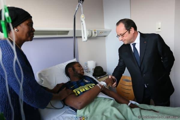 François Hollande au chevet de Théo à Aulnay-sous-Bois, le 7 février 2017.