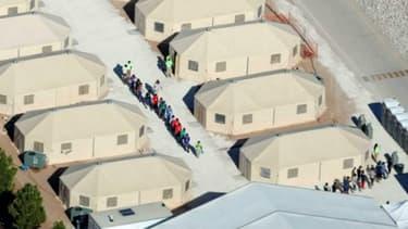Des tentes à la frontière américaine.