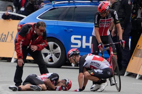 Chute de Caleb Ewan dans le sprint final de la 3e étape du Tour.