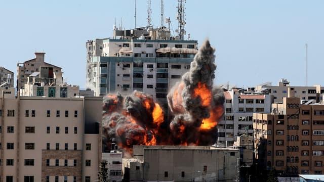 L'immeuble des médias Al-Jazeera et Associated Press bombardé à Gaza