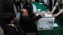 Abdelaziz Bouteflika a voté en fauteuil roulant jeudi 17 avril 2014.