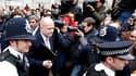 Le porte-parole des Tories pour les affaires étrangères, William Hague, dimanche, après une rencontre avec les représentants des libéraux-démocrates. Les négociations de dimanche n'ayant pas débouché sur un accord de partage du pouvoir, conservateurs et l