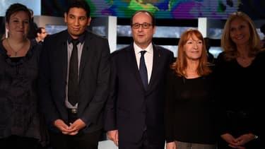 """François Hollande sur le plateau de l'émission """"En direct avec les Français"""", jeudi soir."""