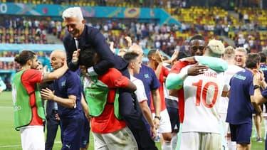 La joie du sélectionneur bosniaque de la Suisse, Vladimir Petkovic, après la victoire aux tirs au but (3-3, 5-4 a.p.) face à la France, lors du 8e de finale de l'Euro 2020, le 28 juin 2021 à Bucarest