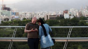 Bien que les États-Unis aient levé une partie des sanctions à l'égard de la République islamique après avoir conclu un accord en 2015, ils continuent d'appliquer des restrictions à ce pays pour d'autres raisons.