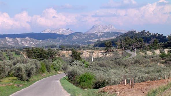 Inès de la Fressange devra-t-elle détruire sa propriété dans les Alpilles