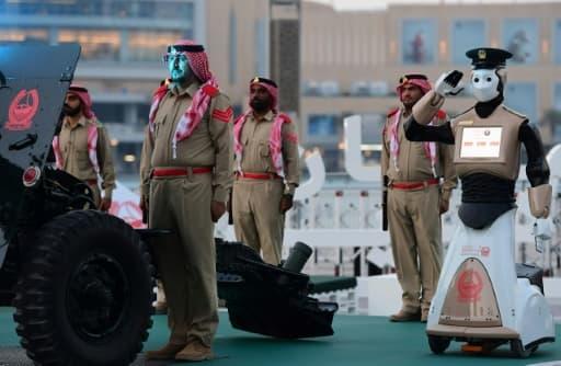 Un officier robot de la police de Dubaï, lors d'une cérémonie dans la capitale des Émirats arabes unis, le 31 mai 2017