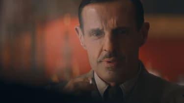 Lambert Wilson dans le rôle de Charles de Gaulle.