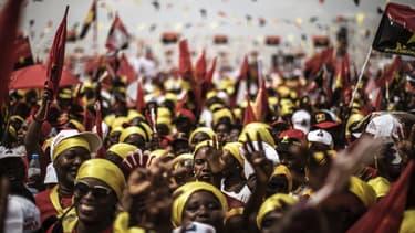 Des supporters de José Eduardo dos Santos, le Président sortant.