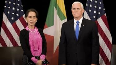 Aung San Suu Kyi et Mike Pence.