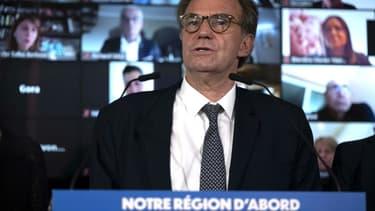 Le président sortant de Provence-Alpes-Côte d'Azur Renaud Muselier (C) présente le 14 mai 2021 à Marseille sa liste pour les élections régionales