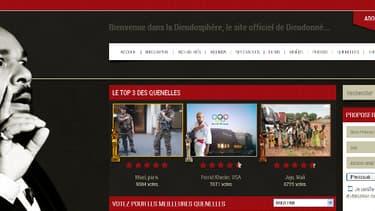 """Sur cette page du site de Dieudonné sont publiées les photos de """"quenelles"""" envoyées par des internautes."""