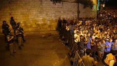 Les forces de sécurité israéliennes gardent l'esplanade des mosquées à Jérusalem le 26 juillet 2017